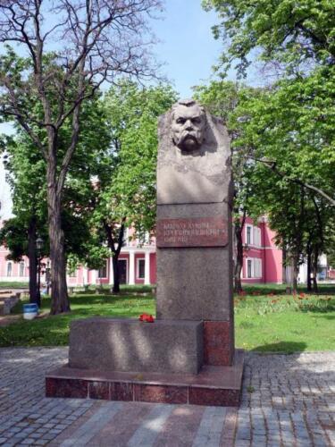 Пам'ятник Марку Кропивницькому